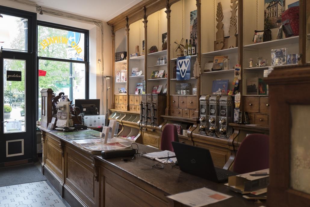 Interieur Verbouwing Hoekpand : Winkel interieur van de huidige vvv museumwinkel u tsa delden